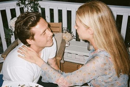 Cậu cả nhà Becks lần đầu đăng ảnh quỳ gối cầu hôn ái nữ tỷ phú với chiếc nhẫn hơn 10 tỷ đồng