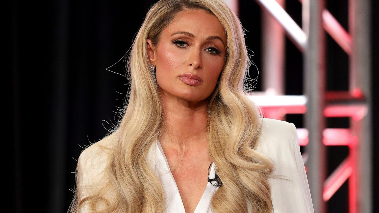 8. Paris Hilton ( 300 triệu USD ). Ảnh: abcnews.go.com