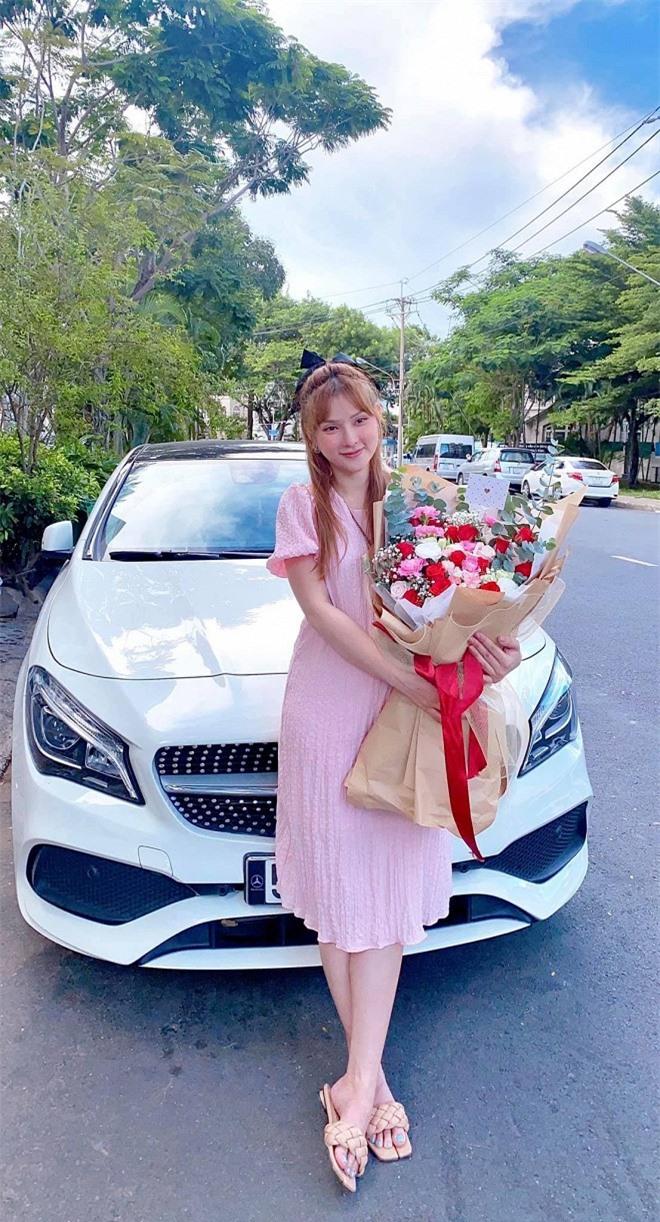 Chuẩn bị sinh con cho chồng trẻ, ca sĩ Thu Thủy rao bán xế hộp Mercedes-Benz 1