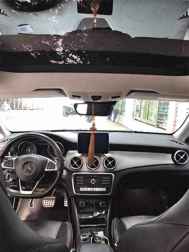 Chuẩn bị sinh con cho chồng trẻ, ca sĩ Thu Thủy rao bán xế hộp Mercedes-Benz 4