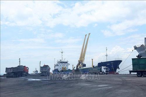 Gỡ khó cho các doanh nghiệp hàng hải về phí dịch vụ