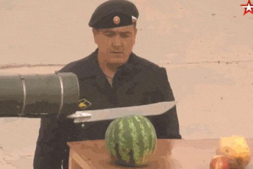 Xe tăng Nga 'biến thành' máy gọt hoa quả khổng lồ
