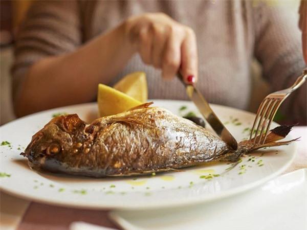 """4 sai lầm khi ăn cá rước """"thạch tín"""" vào người, cẩn thận không ngộ độc - Ảnh 2"""