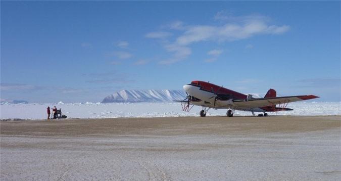 Máy bay là phương tiện được sử dụng để ghi lại các dữ liệu radar.