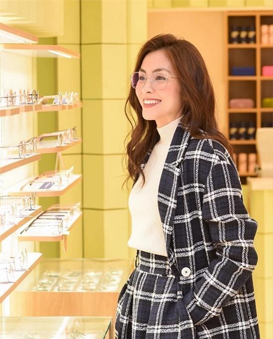 Ngoài ẩm thực, Tăng Thanh Hà còn kinh doanh mắt kính. Cô vừa khai trương một showroom ở Hà Nội cách đây không lâu.