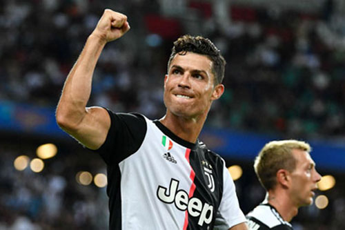 Ronaldo lọt Top 3 chân sút hiệu quả nhất năm 2020, Messi bật khỏi Top 10