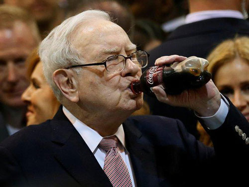 Tỷ phú Warren Buffett có lối sống giản dị dù là người giàu nhất nhì thế giới. Ảnh: Getty.