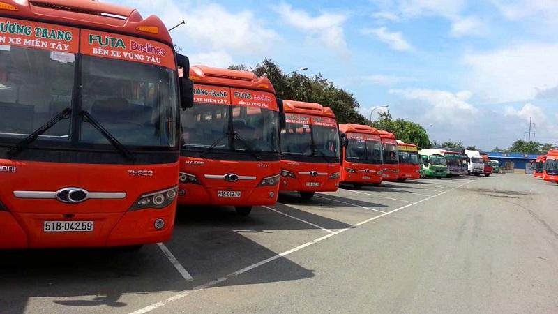 Do ảnh hưởng của dịch bệnh Covid-19, xe khách chạy tuyến Nha Trang – Buôn Ma Thuột chỉ được chạy 1 chuyến/ngày, chở không quá 50% số ghế (Ảnh minh hoạ).