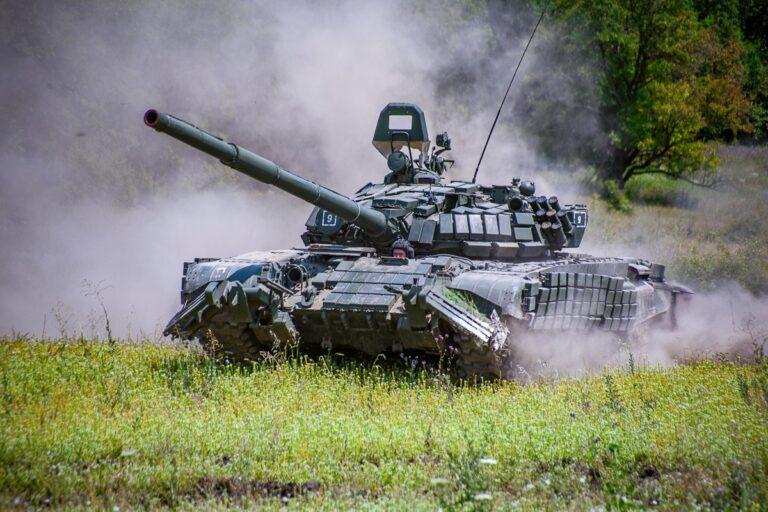 Xe tăng chiến đấu chủ lực T-72B của Quân đội Nga. Ảnh: TASS.