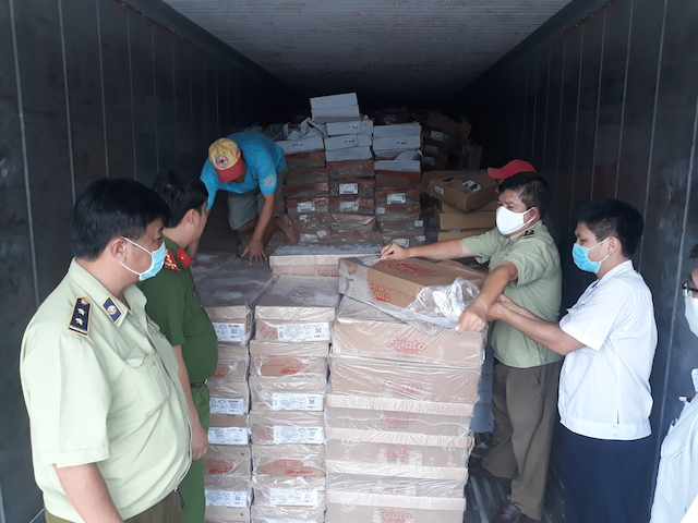 Phát hiện gần 20 tấn thực phẩm hôi thối chuẩn bị đến với người tiêu dùng