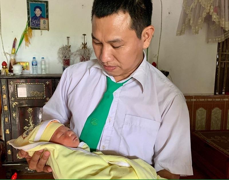 """Lái xe Lưu Văn Kiên (Mai Linh Thái Nguyên) trở thành """"ông đỡ"""" bất đắc dĩ."""