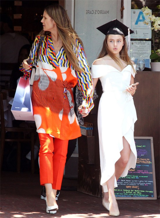 Siêu mẫu Heidi Klum có cô con gái đầu lòng Leni sinh năm 2004. Bố của Leni là doanh nhân người Italy, Flavio Briatore - ông bầu của làng đua xe công thức 1. Hiện tại, Leni vẫn có cuộc sống bình thường như bạn bè cùng trang lứa và chưa có ý định bước chân vào showbiz.