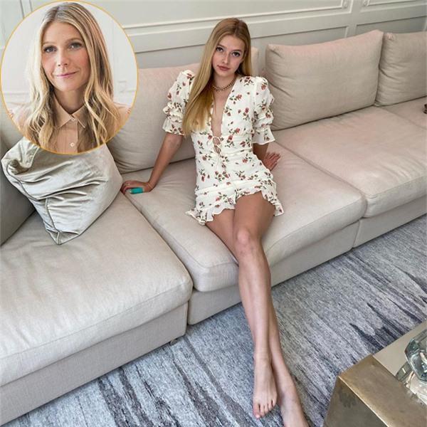 Con gái nữ diễn viên Iron Man Gwyneth Paltrow cũng đang trổ mã ở tuổi 16. Apple Martin sinh năm 2004, có nhan sắc khả ái và thừa hưởng đôi chân dài của mẹ. Apple hiếm khi xuất hiện trước công chúng dù cả bố và mẹ đều là những ngôi sao nổi tiếng. Bố của Apple là ca sĩ Chris Martin - thủ lĩnh nhóm nhạc Coldplay. Chris và Gwyneth ly hôn từ năm 2015 nhưng vẫn giữ mối quan hệ gia đình thân thiết.