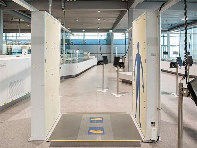 Máy quét CT và máy quét ở sân bay đều sẽ phát ra một lượng nhỏ bức xạ tia X.