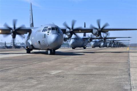 Phi co van tai da nang C-130