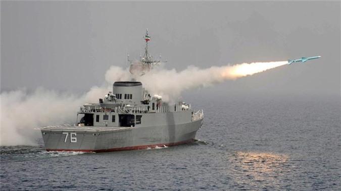 Iran khoe me ve ten lua bo chong tau dich tu khoang cach 700km-Hinh-2