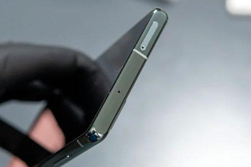 Galaxy Note 20 hỗ trợ chống bụi, chống nước theo tiêu chuẩn IP68. Điều đó giúp chúng có thể ngâm nước ở độ sâu 1,5 m trong 30 phút.