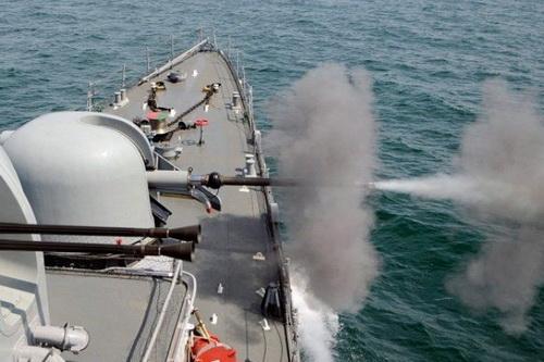 Tàu hải quân Nga đã nổ súng bắn cảnh cáo nhóm chiến hạm NATO. Ảnh: TASS.