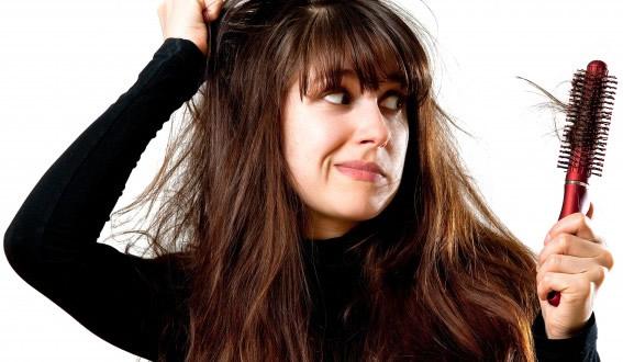Bạn có thể tự chữa rụng tóc tại nhà bằng phương pháp đơn giản.