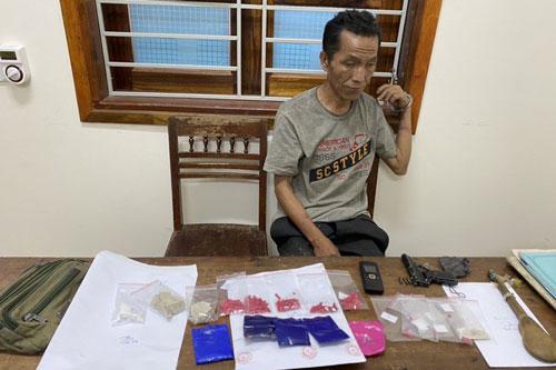 Nghệ An: Ôm 1.000 viên ma tuý, đối tượng dùng súng, dao chống trả khi bị vây bắt