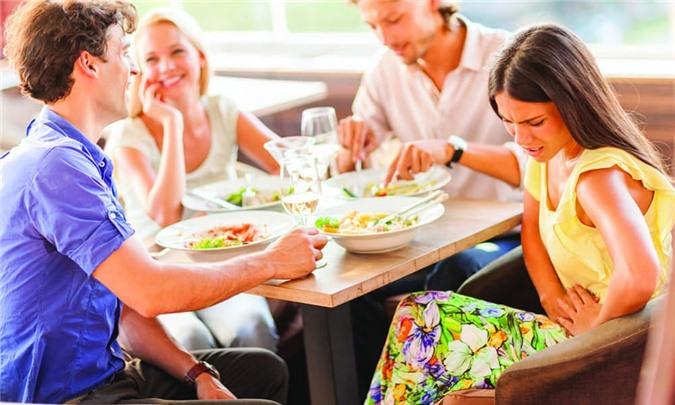 4 triệu chứng xuất hiện sau bữa ăn có thể là tín hiệu bệnh tật, 4 thực phẩm nên ăn sau bữa ăn để có dáng đẹp, thân khỏe - Ảnh 1.