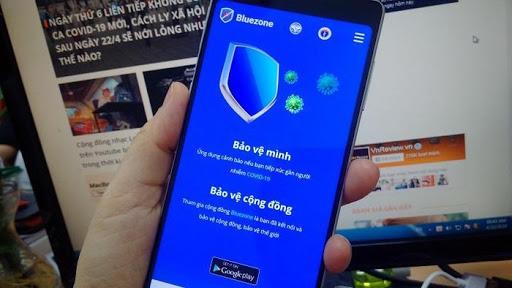Bộ TT&TT và Bộ Y tế đề nghị tất cả người dân có máy điện thoại thông minh cài đặt ứng dụng phát hiện tiếp xúc gần Bluezone. (Ảnh: Internet)