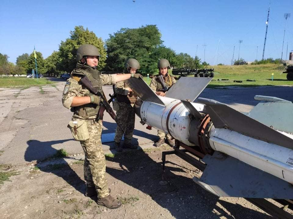 Đạn tên lửa thuộc hệ thống phòng không S-125 của Ukraine được phục hồi. Ảnh: Defence Blog.