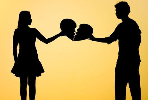 Tarot: Đối phương có buồn khi cuộc tình của hai bạn đổ vỡ?
