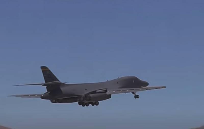 Chuyên gia bình luận việc 3 chiếc Su-35 Nga chặn oanh tạc cơ B-1B Mỹ