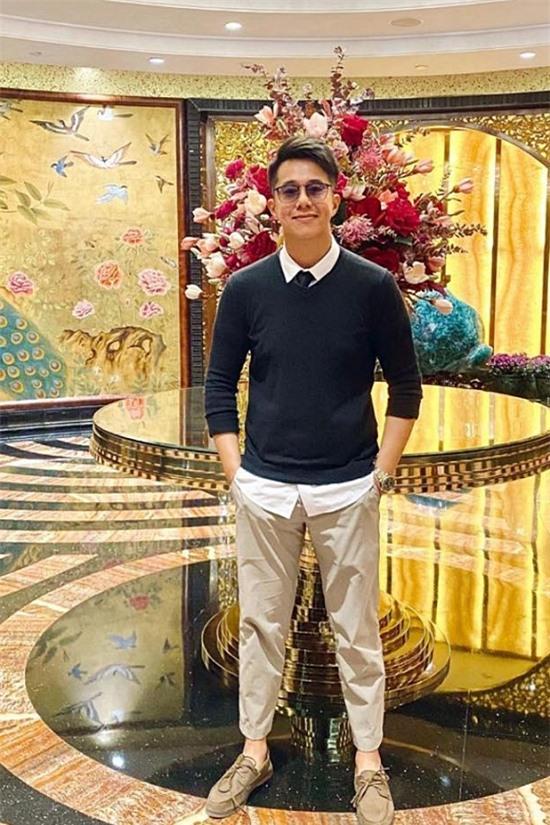 Phong cách thời trang đời thường trẻ trung, năng động của doanh nhân Singapore.