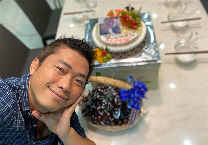 Anh hiện ngưng làm phim để tránh dịch. Ở nhà Kinh Quốc tranh thủ thực hiện các vlog đăng trên kênh YouTube cá nhân.