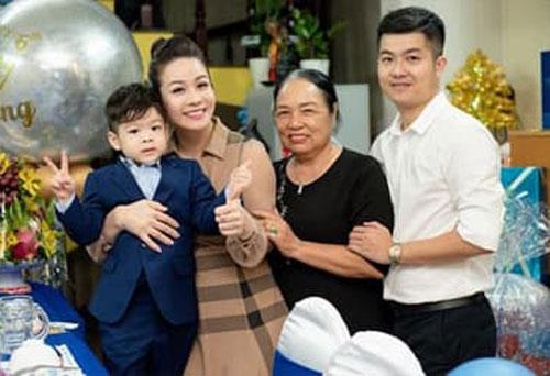 Dân tình bất ngờ 'đào mộ' chuyện Nhật Kim Anh nhường quyền nuôi con vì không đủ tài chính