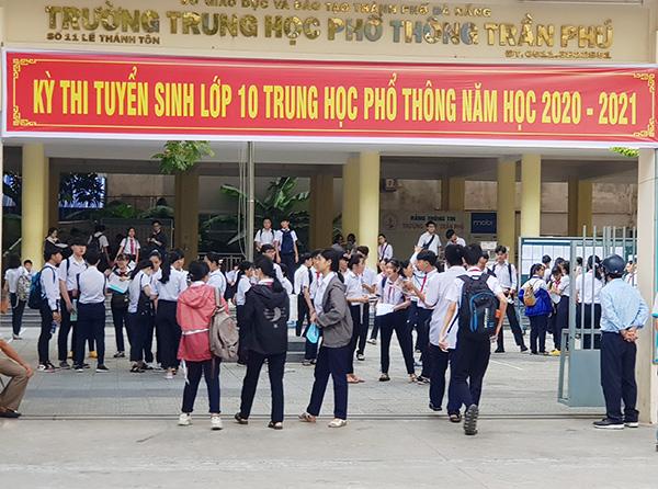 Các em học sinh tham dự kỳ thi tuyển sinh lớp 10 THPT năm học 2020 - 2021 tại Đà Nẵng (Ảnh: HC)