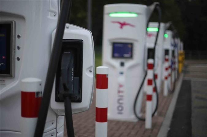 Indonesia đang thương thảo cùng Toyota và Hyundai để đầu tư 2 tỷ USD cho hệ thống trạm sạc xe điện khắp đất nước. Ảnh: Asean Economist
