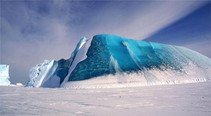 Các nhà khoa học vẫn đang đặt nhiều giả thuyết về màu sắc kì lạ của băng.