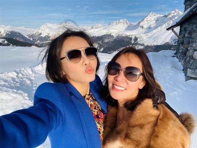 Thu Minh và chị gái 0