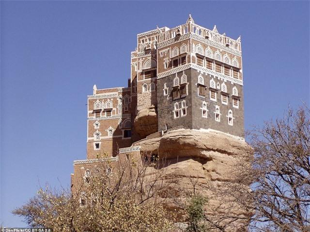 """Chiêm ngưỡng công trình lâu đài """"mọc"""" lên từ trụ đá - Ảnh minh hoạ 6"""