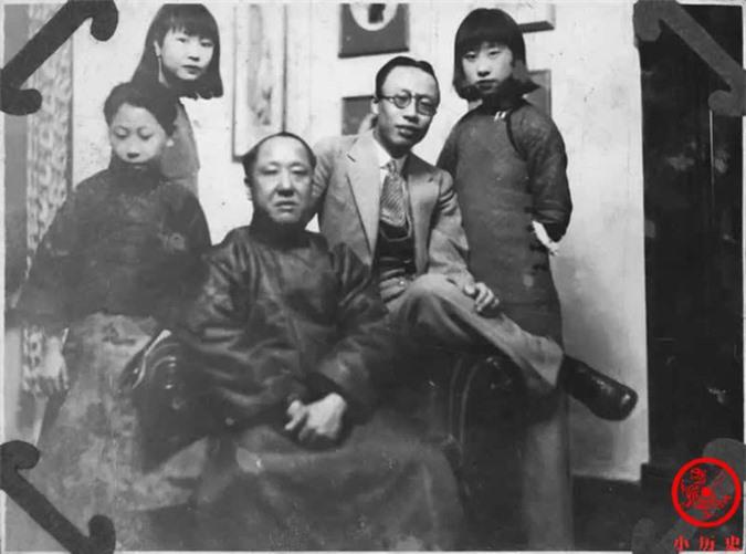 Thông qua loạt ảnh cũ tìm hiểu về Hoàng đế triều Thanh cuối cùng: 3 thế hệ cùng sống dưới 1 mái nhà, mẹ ruột nuốt thuốc phiện tự sát - Ảnh 4.
