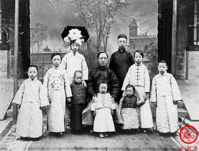 Thông qua loạt ảnh cũ tìm hiểu về Hoàng đế triều Thanh cuối cùng: 3 thế hệ cùng sống dưới 1 mái nhà, mẹ ruột nuốt thuốc phiện tự sát - Ảnh 5.