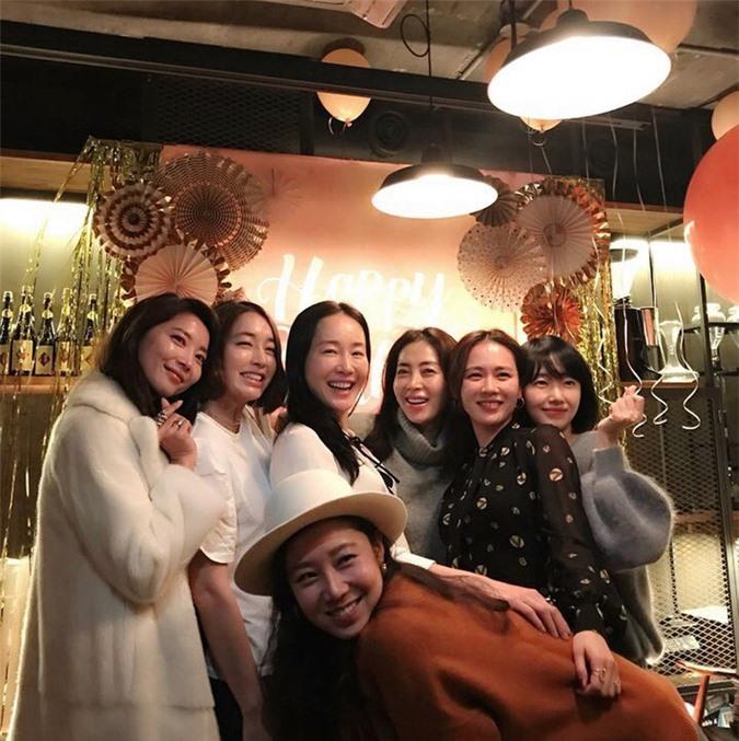 Những hội bạn thân sở hữu toàn gương mặt đình đám nhất nhì Kbiz: Son Ye Jin và Song Hye Kyo đều có được hội chị em toàn mỹ nhân - Ảnh 1.