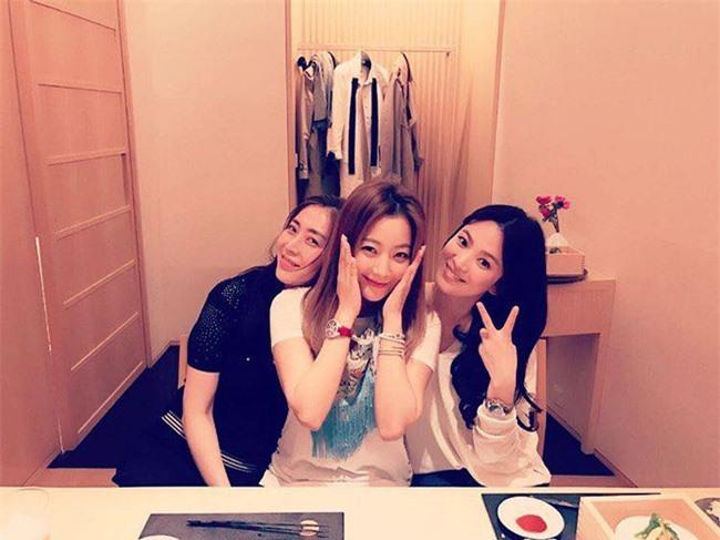 Những hội bạn thân sở hữu toàn gương mặt đình đám nhất nhì Kbiz: Son Ye Jin và Song Hye Kyo đều có được hội chị em toàn mỹ nhân - Ảnh 4.