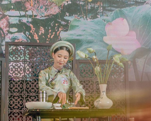 Vẻ đẹp chuẩn con gái Huế của thí sinh Hoa hậu Việt Nam 2020 - Ảnh 2.