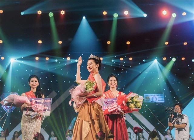 Vẻ đẹp chuẩn con gái Huế của thí sinh Hoa hậu Việt Nam 2020 - Ảnh 5.