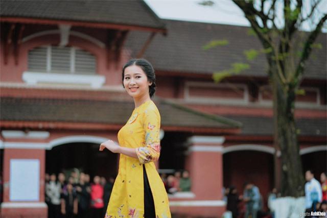 Vẻ đẹp chuẩn con gái Huế của thí sinh Hoa hậu Việt Nam 2020 - Ảnh 8.