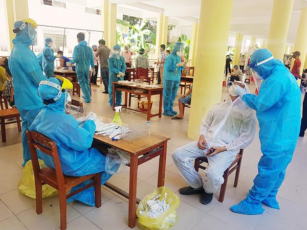 Sáng 9/8, Đà Nẵng đã tổ chức lấy mẫu xét nghiệm virus