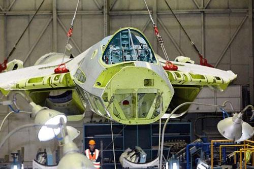 Chuyên gia Nga: Khiếm khuyết thiết kế của Su-57 thể hiện rõ trong bức ảnh tại nhà máy