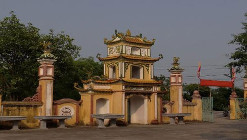Cổng vào Khu di tích cấp quốc gia đền Cây Quế (Nam Định).