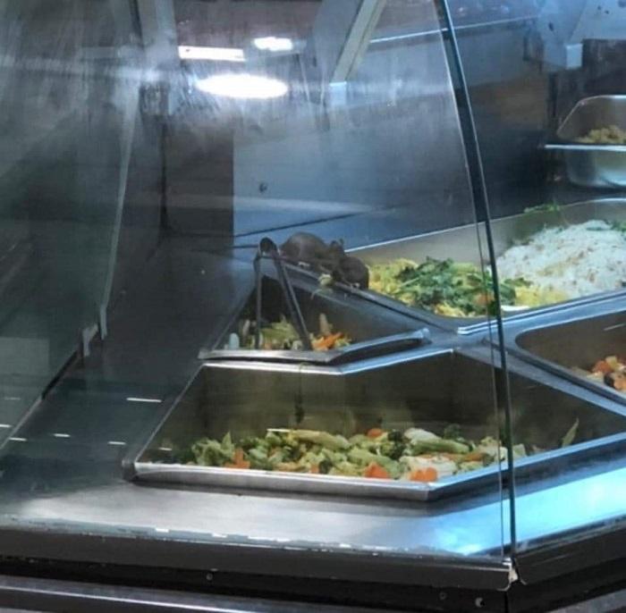 Hình ảnh được anh B chụp lại tại quầy thức ăn của Aeon Mall Tân Phú