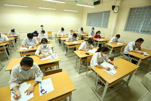 Đình chỉ 4 thí sinh thi môn Toán, 9 thí sinh ở môn Ngữ văn