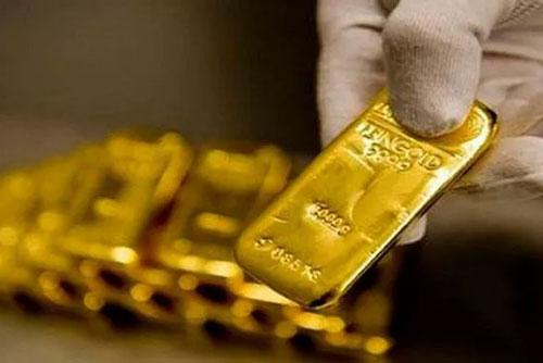 """Tiệm vàng """"đuổi khách"""", nhà đầu tư trắng tay vì kiếm tiền thần tốc từ sàn vàng"""